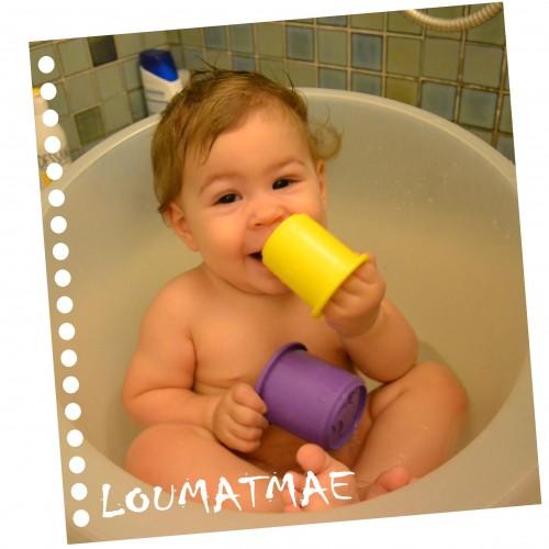 bébé 9 mois dans baignoire shantala