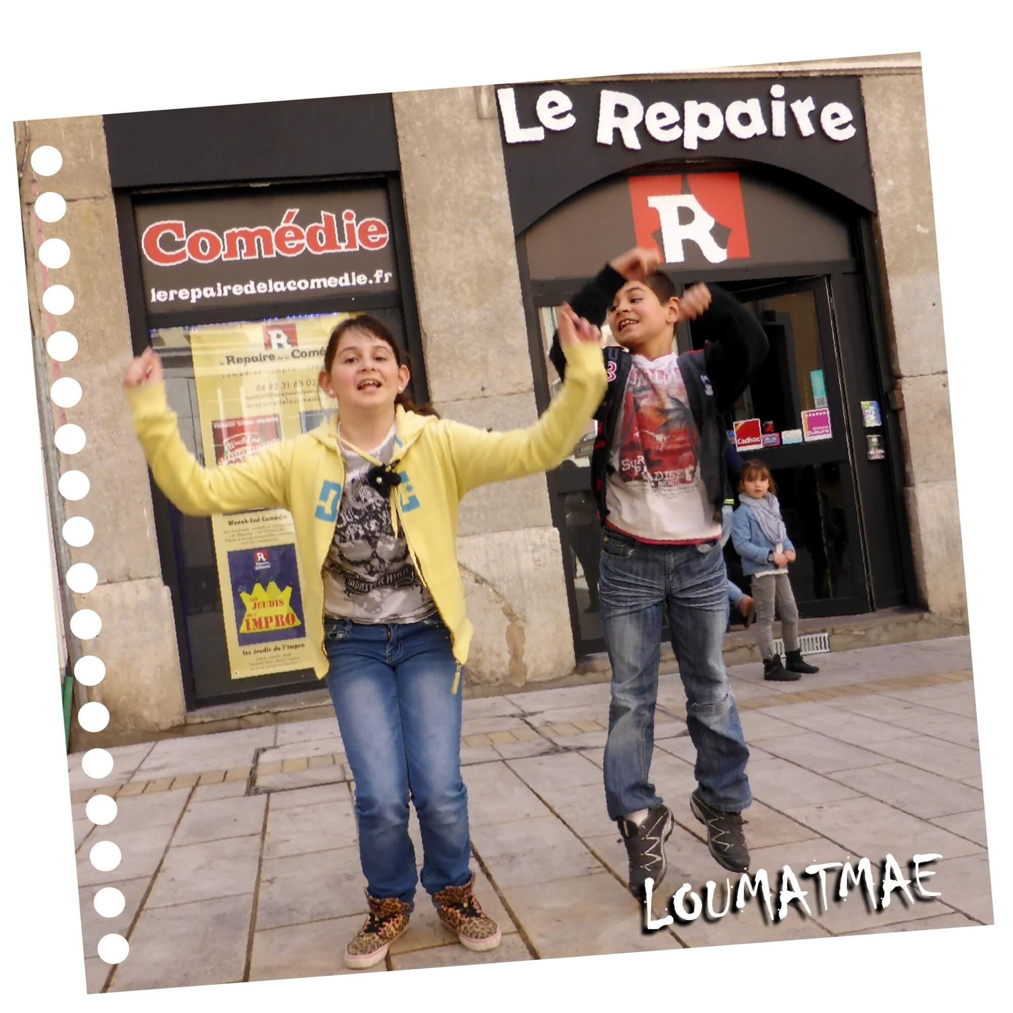 devant le repaire de la comédie à Lyon