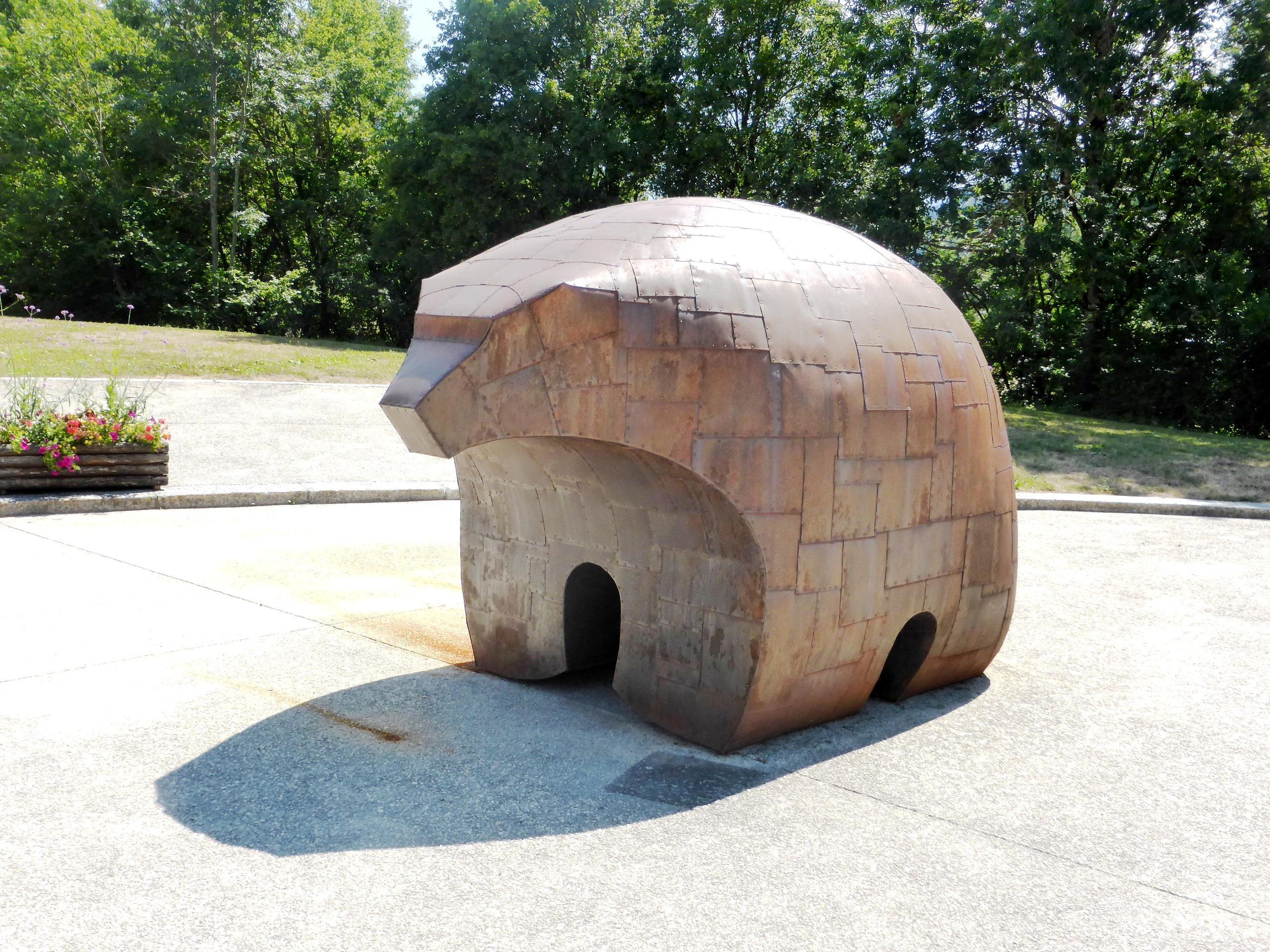 Oeuvre métallique musée de l'ours des cavernes