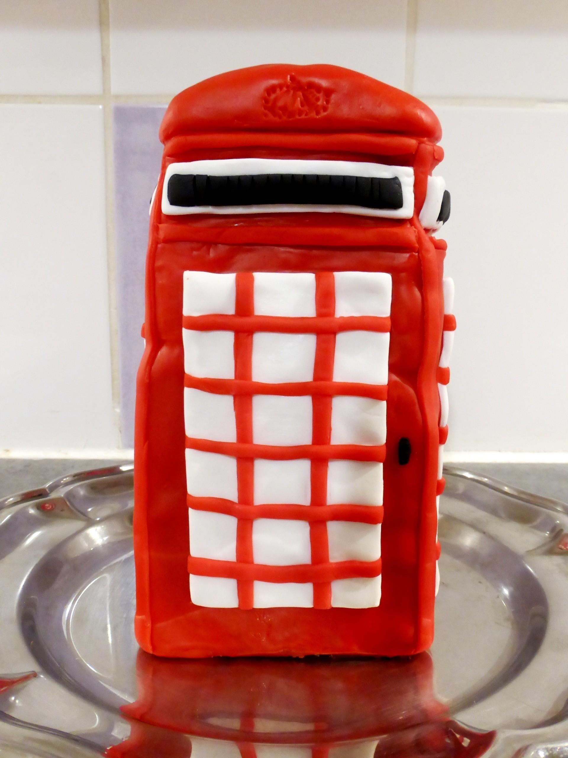 birthday cake cabine rouge anglaise