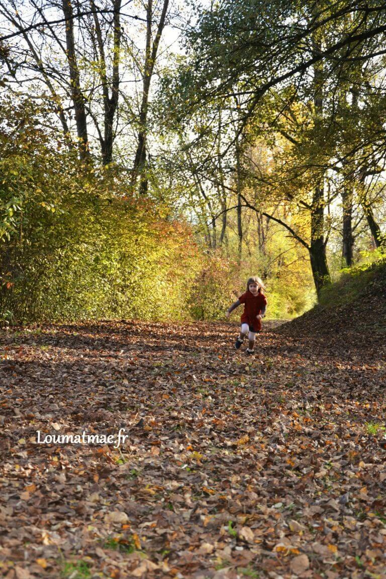 courir dans les feuilles mortes