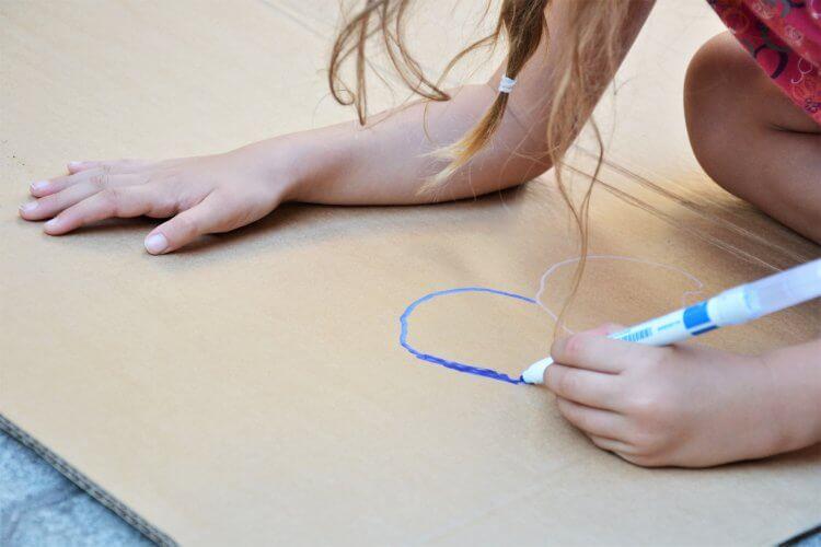 Dessin sur carton avec les feutres tout support Giotto